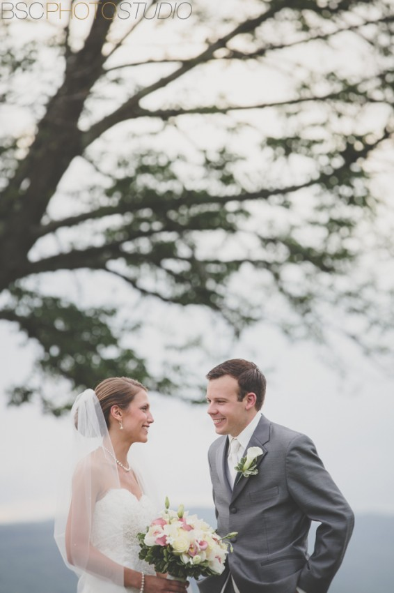 beautiful CT wedding pictures Candlewood Inn