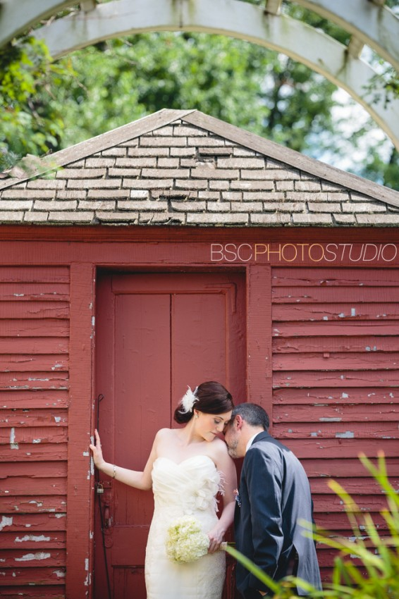 unique and creative CT wedding photographer at Webb Barn in Wethersfiled